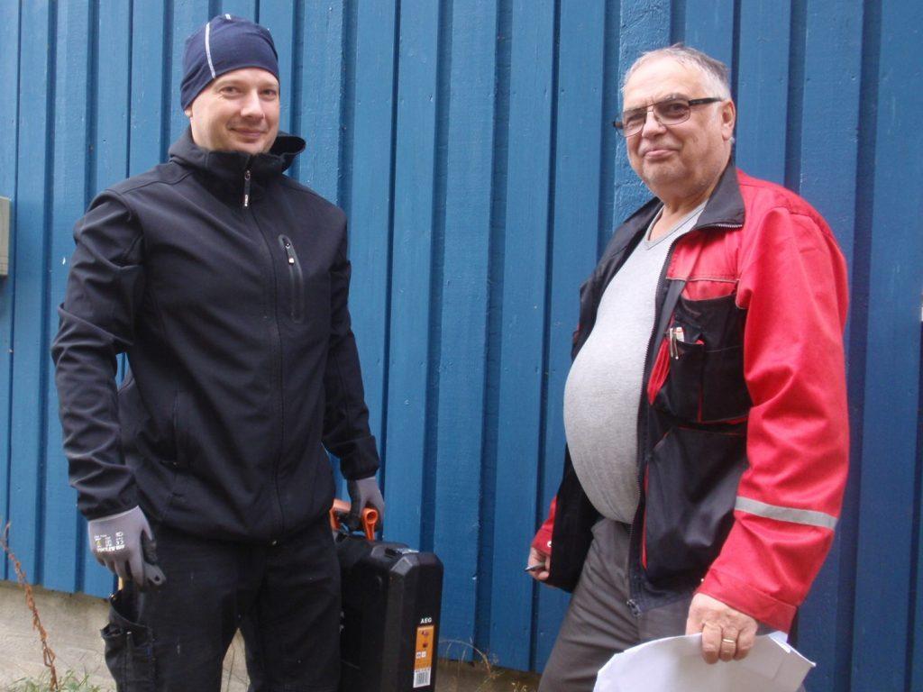 Ted Holtti och Christer Westergård utför asbestkartläggning i Vasa och Korsholm